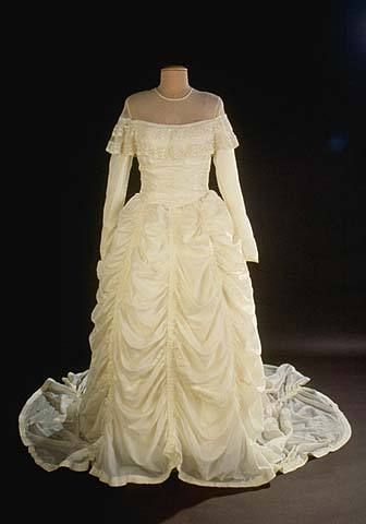 parachute-wedding-dress-1947-smithsonian-2