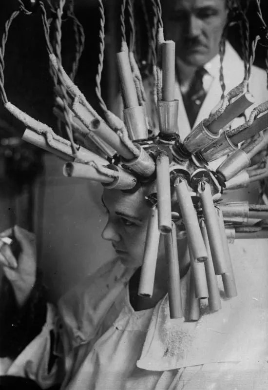 Permanent hair procedure. Germany, 1929.