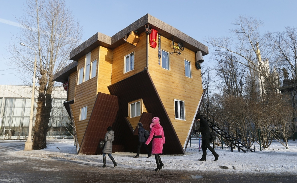 Upside down house moscow s new tourist attraction The upside house