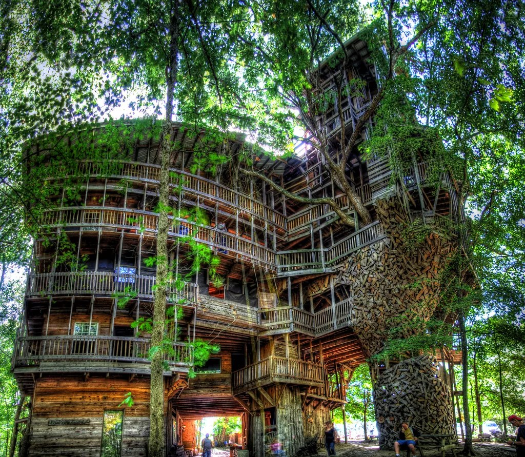 the ministers tree house the largest tree house in the world unusual places