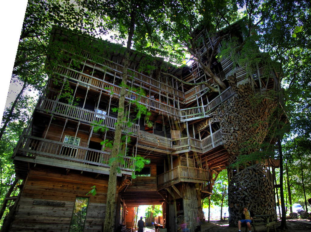 modren biggest treehouse in the world incredible amazing f - Biggest House In The World 2017
