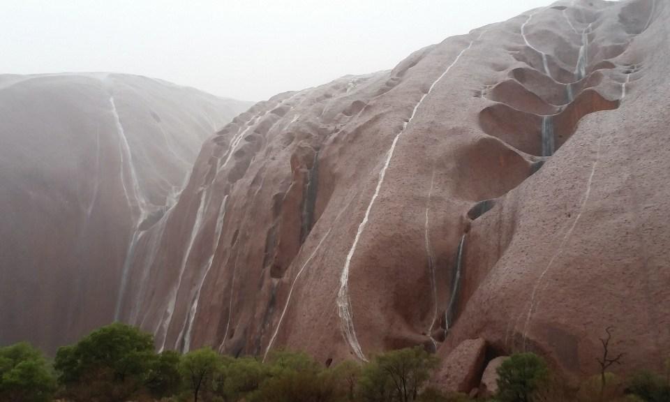 Uluru-waterfalls6