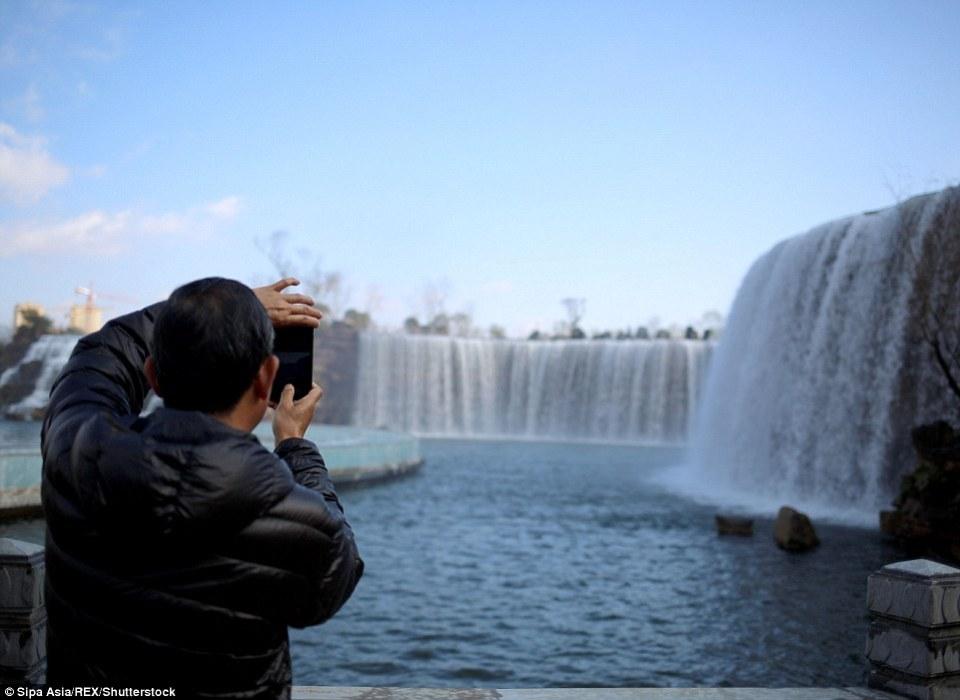 man-made-waterfall-china5