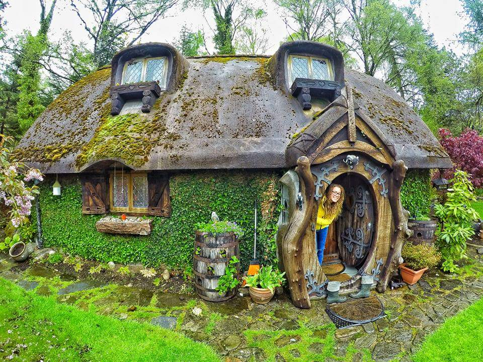 Tolkien s fan built a hobbit house in the scottish village for Scottish highland castle house plans