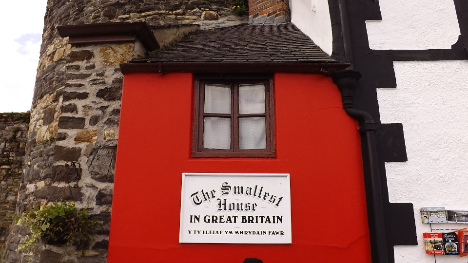 The smaller house in Great Britain sign