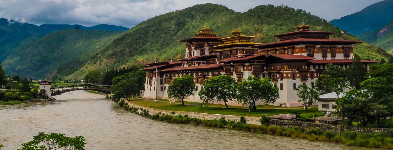 The Typical Tourist photo of Punakha Dzong.