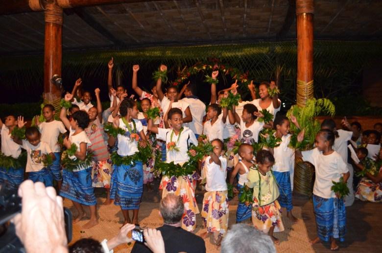 Fiji wedding choir and dancers