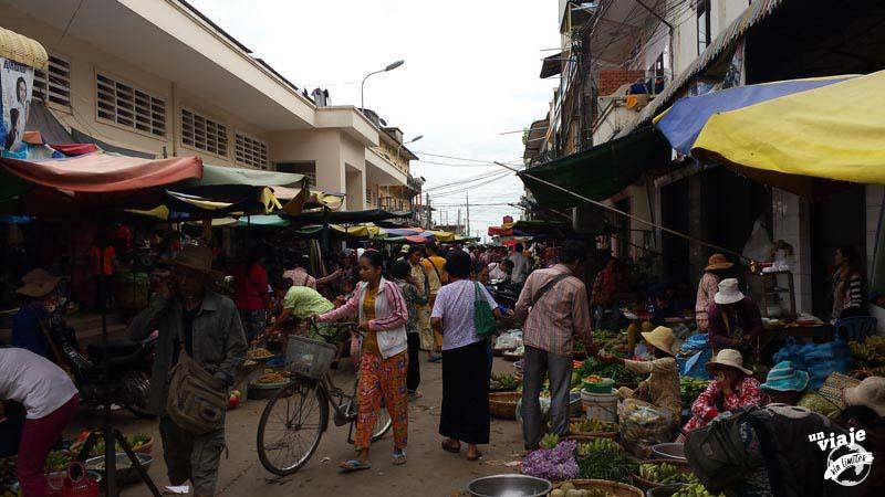 Mercado de comida local en Camboya,