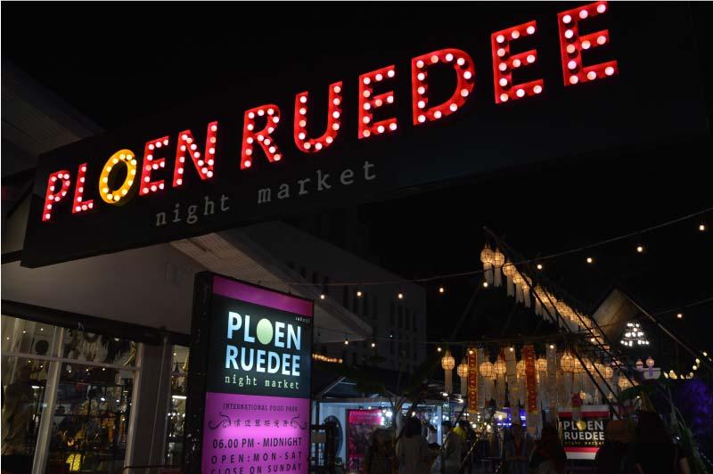 Ploen Ruedee, mercado nocturno, Chiang Mai, Tailandia.