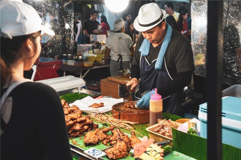 Mercado nocturno de Chiang Mai, Tailanida.