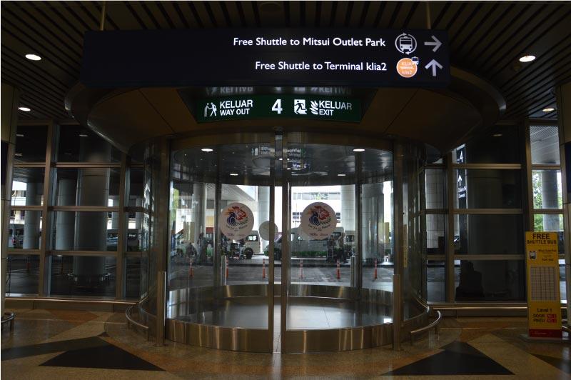 Bus para cambiar de terminal en el aeropuerto de Kuala Lumpur