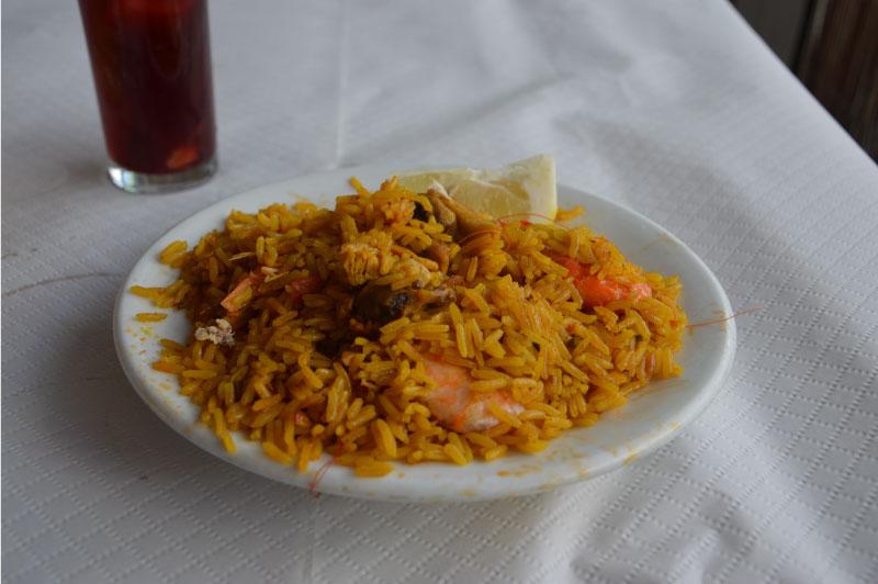 Plato de paella del restaurante ayo, donde comer en Nerja.