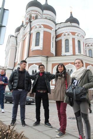Devant la cathédrale orthodoxe Alexander Nevsky, Tallinn