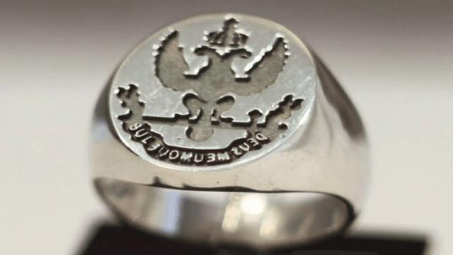 Перстень - печатка: Deus Meumque Jus – Бог и моё право