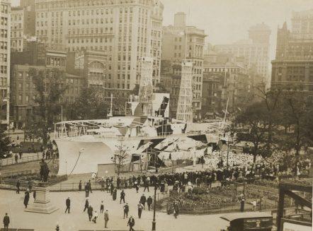 "Women Camouflage Land Battleship ""Recruit"" in Union Square, New York. Local ID: 165-WW-599G-8."