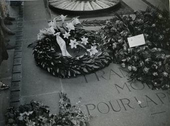 """Original Caption: """"Party """"G"""" - June 22, 1931. Official Gold Star Wreath on Tomb of Unknown Soldier."""" Local ID: 92-GS-2-218."""