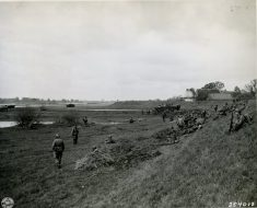 """111-SC-254012 """"American and British Airborne troops rest on the east bank of the Elbe river after crossing in assault boats and British-manned buffaloes. The Elbe river is the last water barrier to reaching Berlin. Co 1, 505th Parachute Infantry Regiment 82nd AB division."""" Bleckede, Germany. 04/30/45"""
