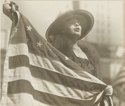 165-WW-240C-5: Liberty Bonds - Personnel: C - LIBERTY LOAN DRIVE OPENS WITH A RUSH. In less than three hours, New York subscribed $100,000,000 to the $6,000,000,000 Liberty Loan Drive. Mrs. Alma Clayburgh opening the Stage Women's War Relief Booth at New York Public Library with singing the Star Spangled Banner