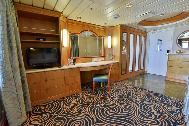 64_Royal_Caribbean_Enchantment_of_the_Seas