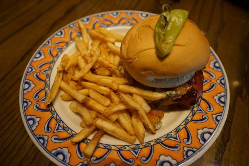 confisco-grille-buffalo-shrimp-chicken-sandwich