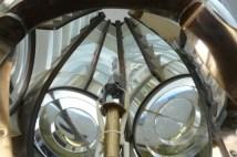 Faro del Montorsoli. Interno lanterna. Visibili i diversi pannelli con elementi diottrici e catadiottrici (Photo credit: Tanino Cardillo)