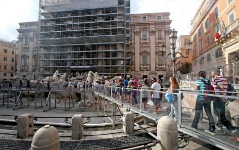Fontana Trevi: 'delusi da impalcature',scrive gruppo turisti