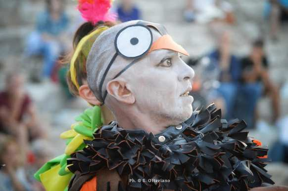 i costumi di Monica Mancini per Gli uccelli -Nubicuculia la città impossibile (13)