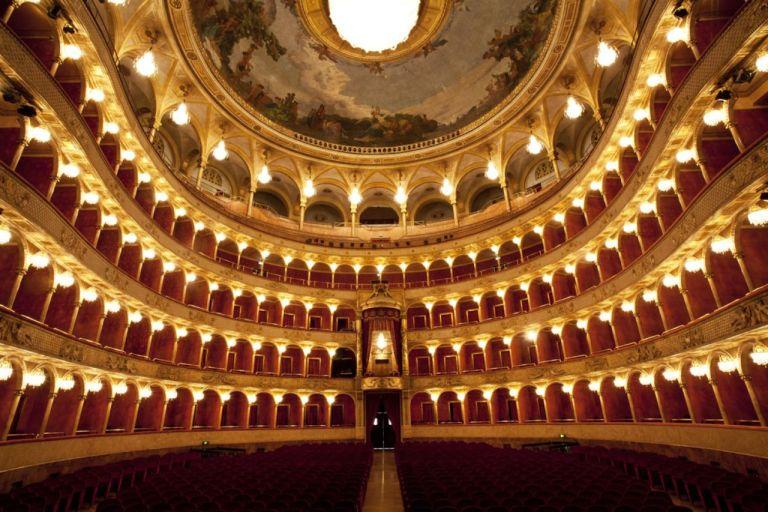 Teatro dell'Opera di Roma, online le edizioni de Il barbiere di Siviglia, Il viaggio a Reims e Lucia di Lammermoor
