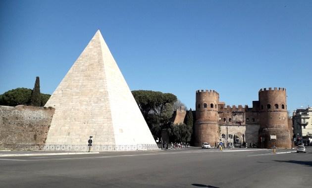 Piramide Cestia a Ostiense