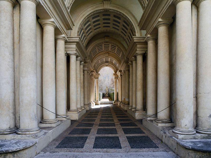 Palazzo Spada e la finta prospettiva del Borromini