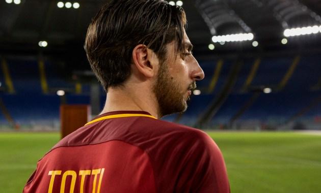 """""""Speravo de morì prima"""", da marzo su Sky la serie su Totti"""