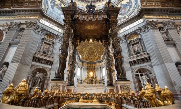 Baldacchino di San Pietro, splendido connubio di scultura e architettura