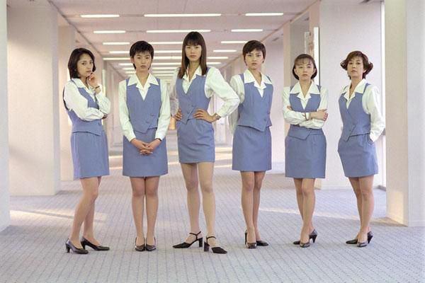 フジテレビ系ドラマ「ショムニ2013」お馴染みの水色ミニスカOL姿を披露!