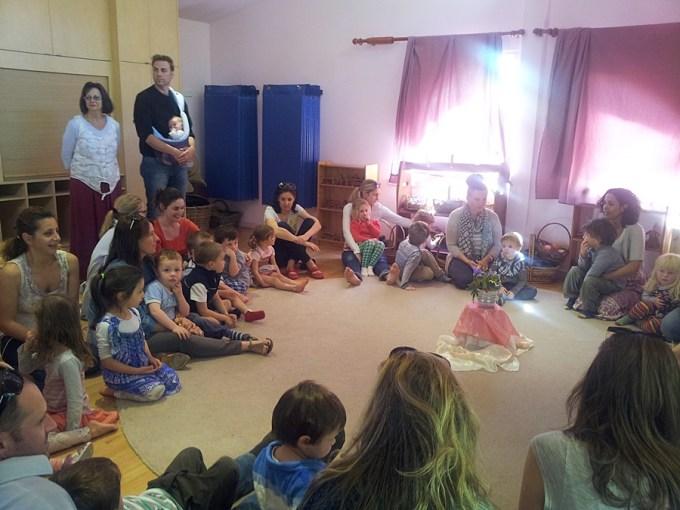 Festival da primavera do ano passado. Todos os pais presentes! Foi uma delícia fazer a roda cantada com pais e crianças juntos.