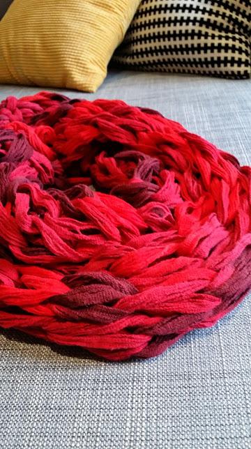 Eu fiz o meu com 12 pontos, e escolhi essa linha de algodão que tem várias nuances de vermelho e marrom.