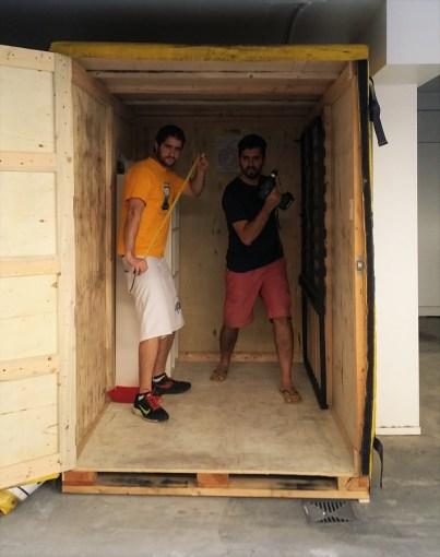 Pedro foi um dos amigos que deram uma super força pra mover os items mais pesados pra dentro do container de mudança.