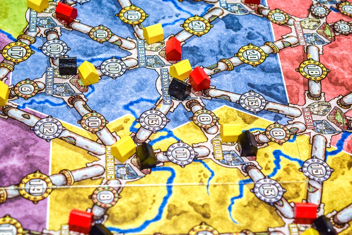 Houses on cities for Power Grid Board Game up close from side