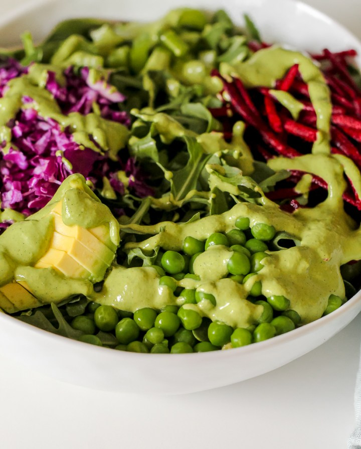 close up shot of the green peas in the salad bowl