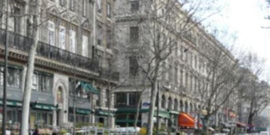 Paris central division location: Quai de la Mégisserie