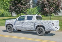 2022 Nissan Frontier Pictures