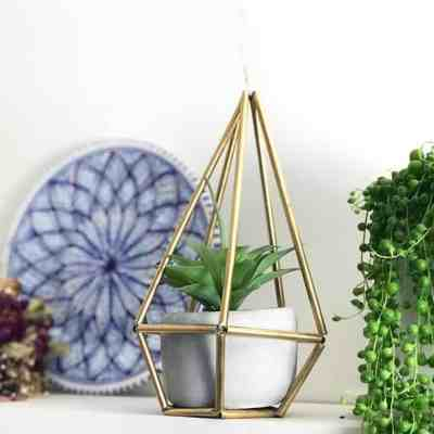 How to Upcycle Straws – Trendy Planter