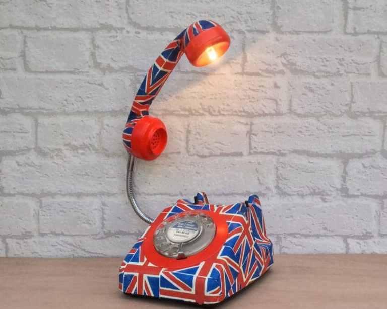 quirky retro phone lamp