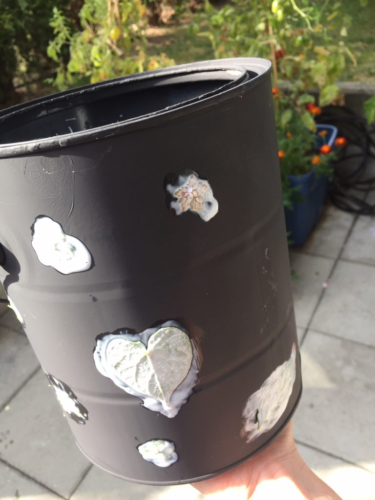 upcycling empty paint cans