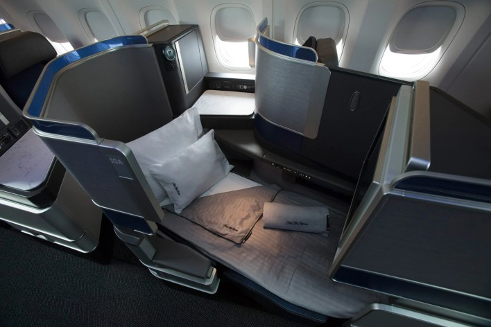 United Polaris Lie-Flat Seat