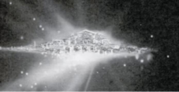 大家看到这个照片了吗?这张照片它清楚地显示出,在茫茫的夜空中有一大片光芒四射璀璨夺目的城市(视频截图) 大家看到这个照片了吗?这张照片它清楚地显示出,在茫茫的夜空中有一大片光芒四射璀璨夺目的城市( Alinda Tian/视频截图)