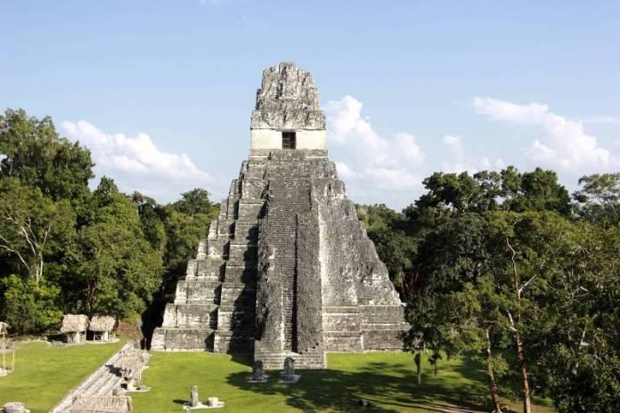 研究團隊透過光學雷達技術(LiDAR)掃描馬雅遺跡城市提卡爾(Tikal)後,發現馬雅城市地底下沉睡著1座「大使館」。(美聯社)