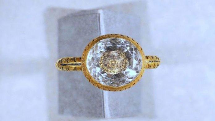 有370年历史的金戒指可能是为了纪念被砍头的伯爵(Live Science/ins)
