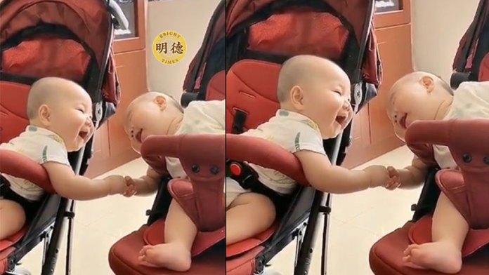 超萌:笑得合不攏嘴的雙胞胎兄弟(視頻截圖)