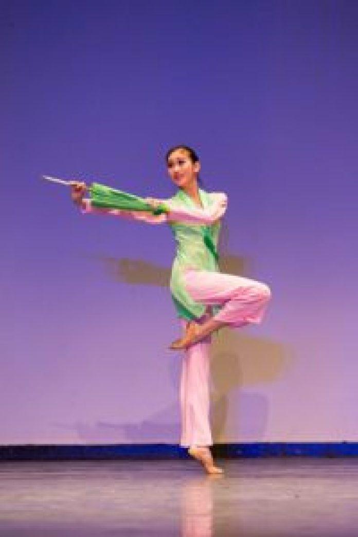 連旭(Michelle Lian)在2016年新唐人國際中國古典舞大賽中獲得少年女子組金獎。(由Larry Dye提供)