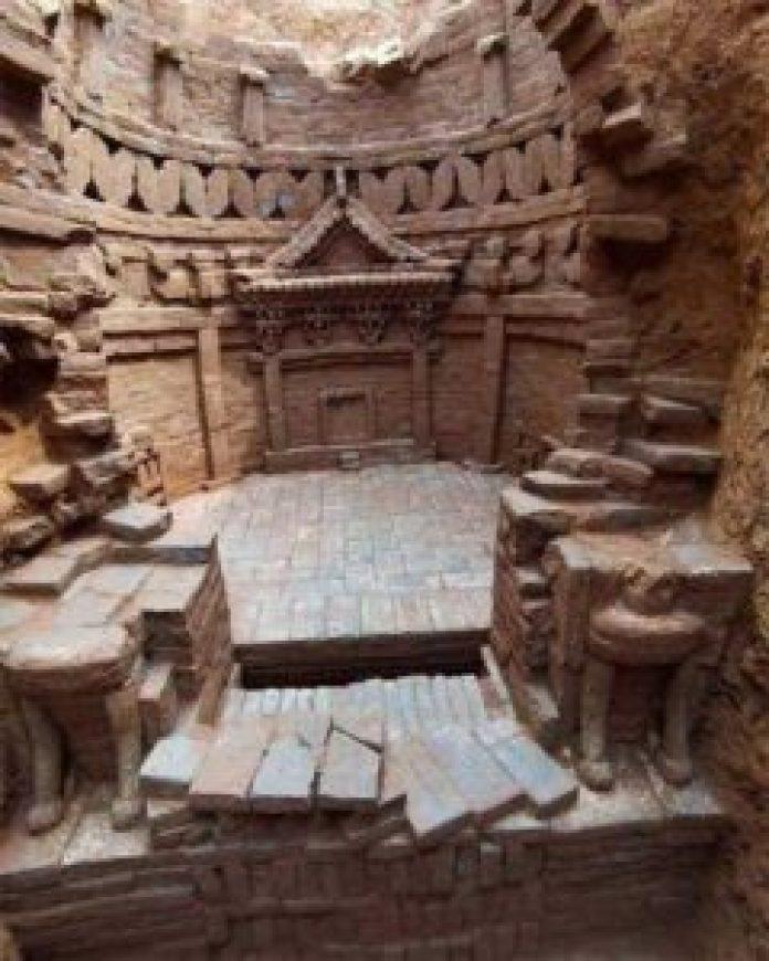在济南出土的元代砖雕墓葬是令人惊叹的工艺典范。(济南市考古研究所)